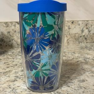 TERVIS TUMBLER 16 oz w/lid  with blue flowers